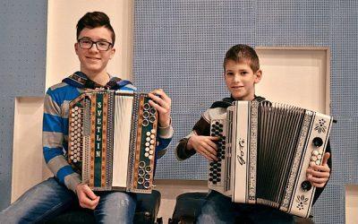 Članek o naših pridnih učencih diatonične harmonike